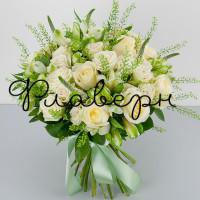 Букет из кустовых роз и альстромерии
